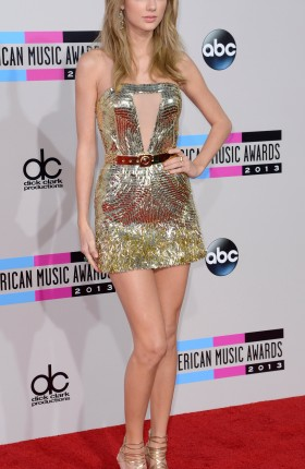 Taylor Swift Sexy Long Legs In Dress