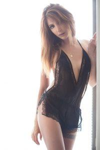 Kamelia Sweet Brunette Escort