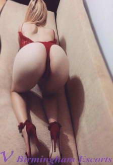 Roxana - Curvy Horny Escort